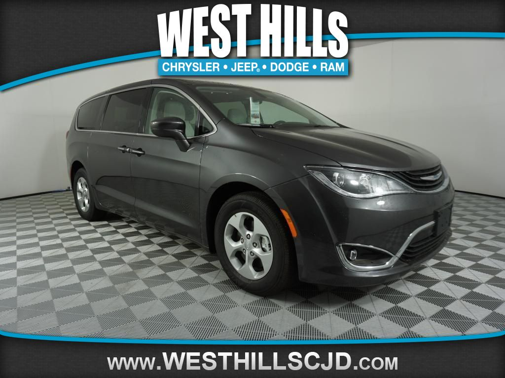 2018 chrysler pacifica hybrid manual